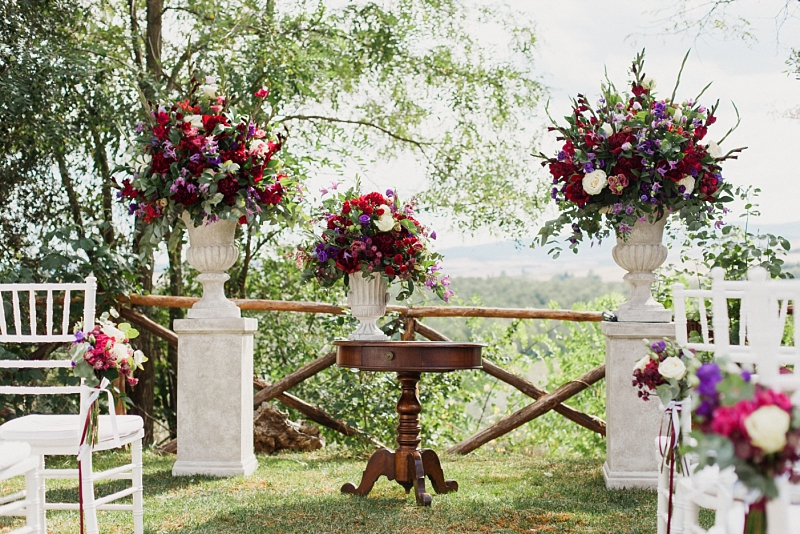 ceremony wedding florals in val d'orcia tuscany